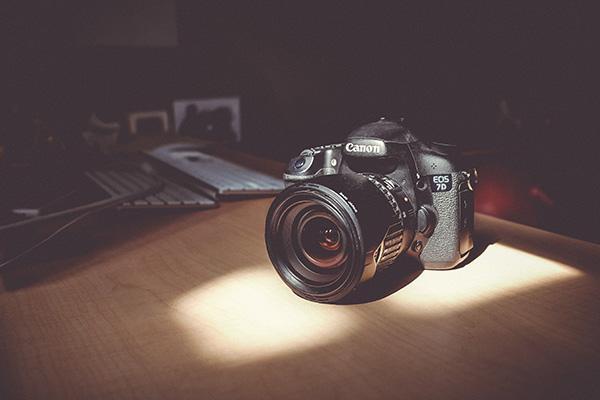 一眼レフカメラに光がさす