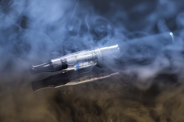 煙にまみれたVAPE