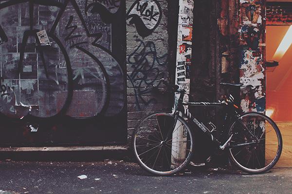 クロスバイクとグラフィティ